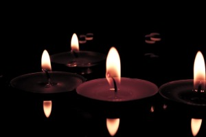 candles-627137_640